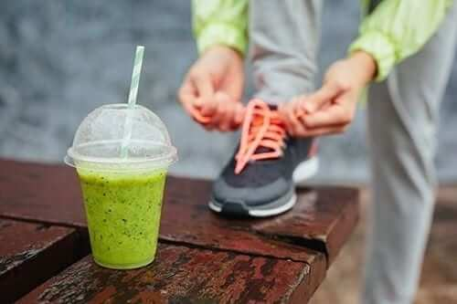 Exercising with a smoothie